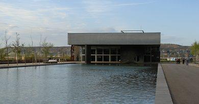 Edificio cabezera parque del agua