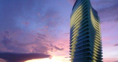 Torre del agua iluminada